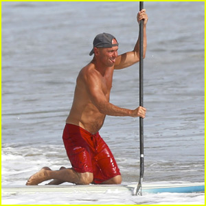 Kenny Chesney Hits the Waves for Paddleboarding Session