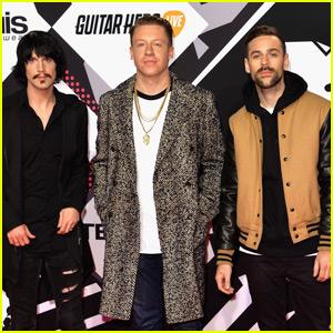 Macklemore & Ryan Lewis Make Their MTV EMAs 2015 Arrival