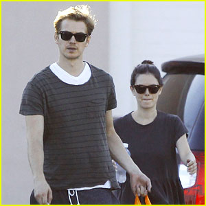 Rachel Bilson & Hayden Christensen Go Toy Shopping Together!