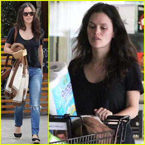 Rachel Bilson Says Daughter Briar Rose Loves to Read!
