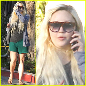 Amanda Bynes Takes a Trip To The Nail Salon