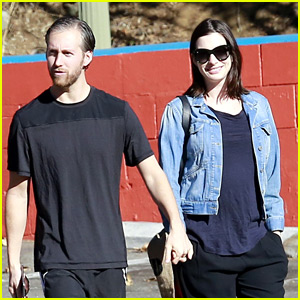 Anne Hathaway Steps Out After Pregnancy News Revealed!