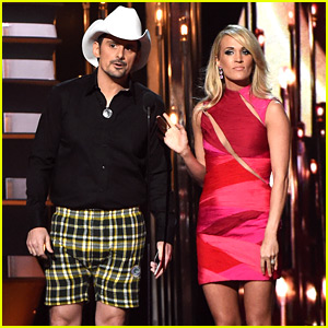 Brad Paisley Pulls His Pants Down at CMA Awards 2015 (Video)