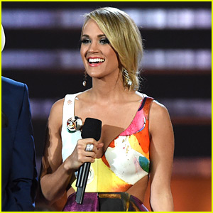Carrie Underwood Rocks Out with 'Smoke Break' at CMAs 2015