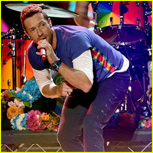 Coldplay Performs at AMAs 2015 with a Group of Dancing Gorillas - Watch Now!