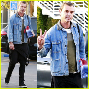 Gavin Rossdale Steps Out For Some Holiday Shopping