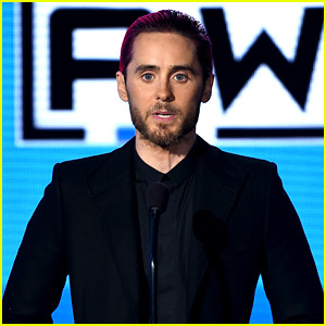 Jared Leto Honors Paris Attacks Victims at AMAs 2015 (Video)