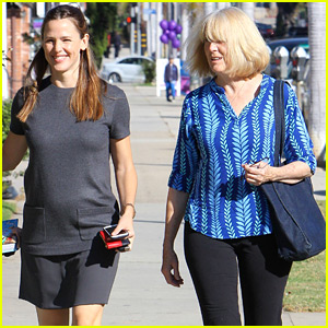 Jennifer Garner Hangs Out with Ben Affleck's Mom