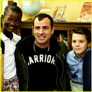 Justin Theroux Spends Time with Young Students at Lab School