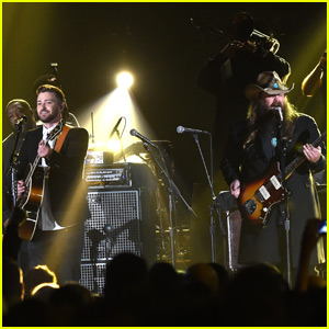Justin Timberlake Performs 'Tennessee Whiskey' & 'Drink You Away' With Chris Stapleton at CMA Awards 2015 (Video)