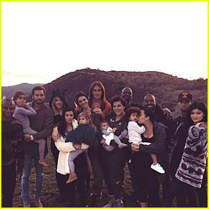 Kardashian Jenner Clan: Thanksgiving Family Photo!