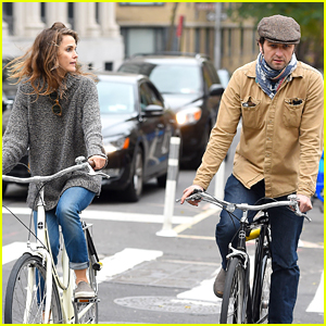 Keri Russell Bikes Around NYC With Boyfriend Matthew Rhys