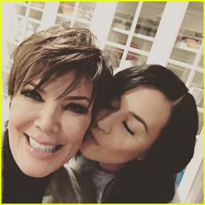 Kris Jenner & Katy Perry Hang Out & Take Super Cute Selfie!