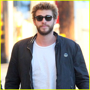 Liam Hemsworth Carried Jennifer Lawrence's Handbag for Her During Great Wall of China Trip