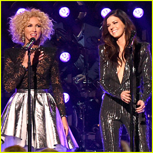 Little Big Town Stuns with 'Girl Crush' at CMAs 2015 (Video)