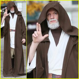 Neil Patrick Harris Looks Unrecognizable as Obi-Wan Kenobi for Halloween 2015 in NYC