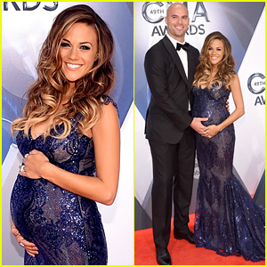 Pregnant Jana Kramer Cradles Baby Bump at CMA Awards 2015