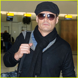 Ryan Seacrest Flies Out of London After Thanksgiving Holiday