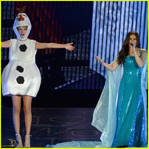 Idina Menzel Dresses as Elsa to Sing 'Let It Go' with Taylor Swift
