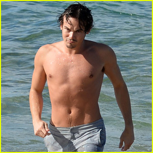 Pretty Little Liars' Tyler Blackburn Goes For a Shirtless Swim!