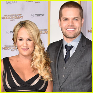 'Mockingjay' Actor Wes Chatham & Wife Jenn Brown Are Expecting Their Second Child