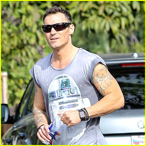 Brian Austin Green Is Looking Very Buff These Days!