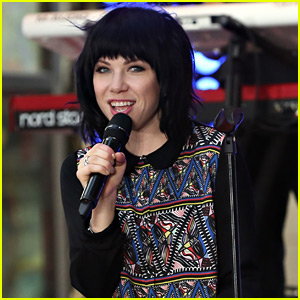 Carly Rae Jepsen Will Sing Fuller House's Theme Song!