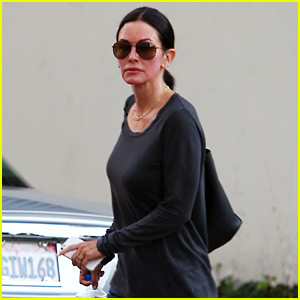 Courteney Cox Goes Ringless After Johnny McDaid Split