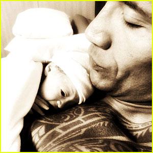 Dwayne Johnson Posts First Photo of Daughter Jasmine!