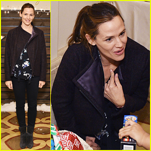 Jennifer Garner Goes Solo At Baby2Baby Holiday Party!