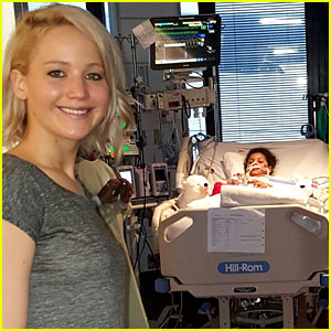 Jennifer Lawrence Brings Christmas Cheer to Children's Hospital