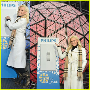 Jenny McCarthy Gets Ready for New Year's Rockin' Eve 2016