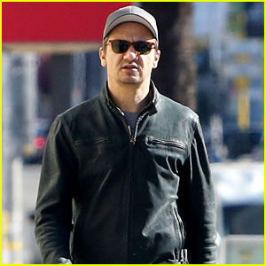 Jeremy Renner Reacts to Jennifer Lawrence Being His Cousin