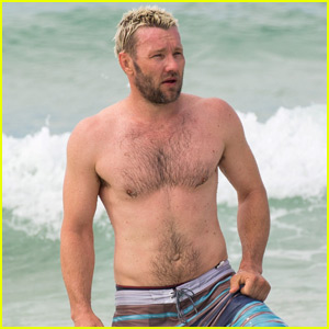 Joel Edgerton Flaunts His Buff Shirtless Bod at Bondi Beach
