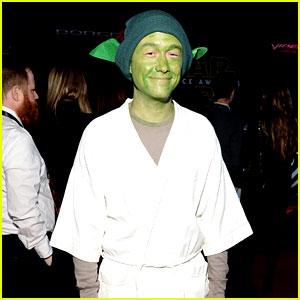 Joseph Gordon-Levitt Dresses as Yoda at 'Star Wars' Premiere!