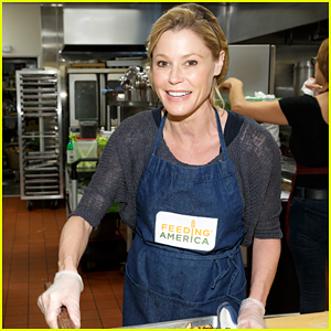 Julie Bowen Serves Up Holiday Meals to the Homeless