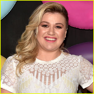 Did Kelly Clarkson Hint That She's Expecting Twins?