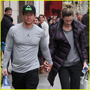 Mark Wahlberg Says He Did 700 One-Armed Pull-ups for 'Daddy's Home'!