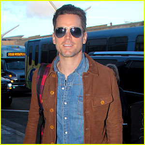 Matt Bomer Flies Out of Los Angeles with Hubby Simon Halls