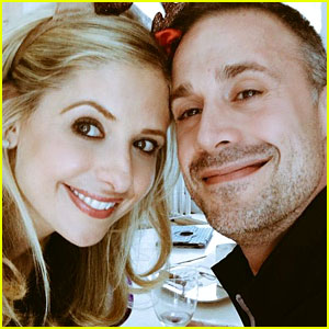Sarah Michelle Gellar Posts Christmas Eve Pics with Hubby Freddie Prinze Jr.!