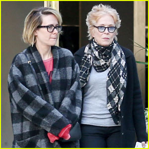 Sarah Paulson & Girlfriend Holland Taylor Enjoy Movie Date!