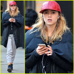 Suki Waterhouse Has Broken a Lot of Laptops - Find Out Why!