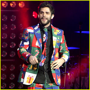 Thomas Rhett's Concert Outfit Is a Big Christmas Explosion!