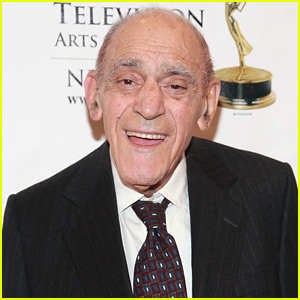 Abe Vigoda Dead - 'The Godfather' Actor Dies at 94