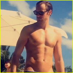 Alexander Skarsgard Goes Shirtless at the Pool on Snapchat!