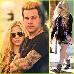 Roommates Avril Lavigne & Ryan Cabrera Do Some Shopping Together!