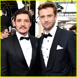 Narcos' Boyd Holbrook & Pedro Pascal Buddy Up at Golden Globes 2016 with Wagner Moura!