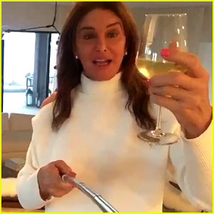 Caitlyn Jenner Is Excited Over Her Selfie Stick - Watch Video!