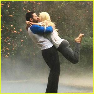 Christina Aguilera & Matthew Rutler Recreate Romantic Scene From 'The Notebook'!