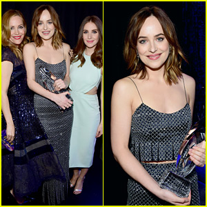 Dakota Johnson Jokes About Her Boobs During People's Choice Awards 2016 Speech! (Video)